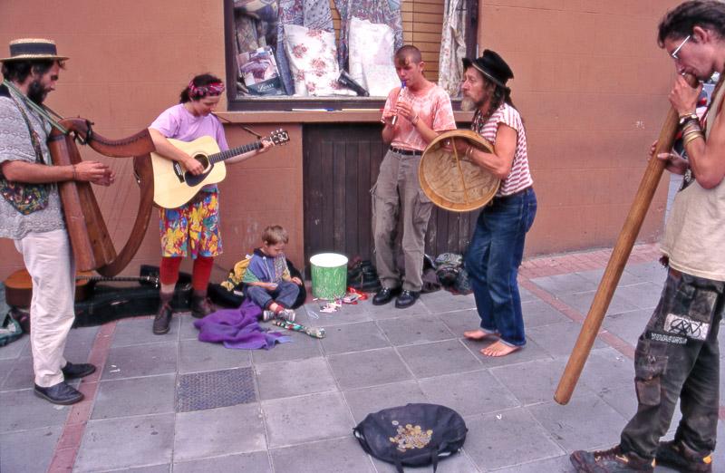 irish street musicians-