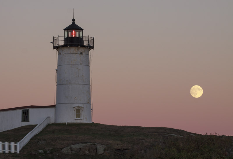 nubble-and-moon-7765